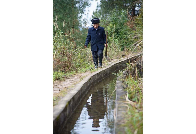 遵义市老支书黄大发:绝壁凿'天渠' 壮志凌山河
