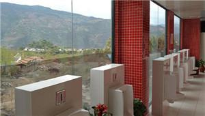 云南大理景区现透明厕所 上厕所可以赏风景