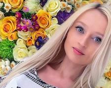 俄女模长相酷似芭比娃娃 坚称从未整容