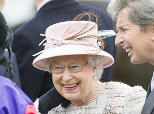 英国女王观看赛马 庆祝91岁生日