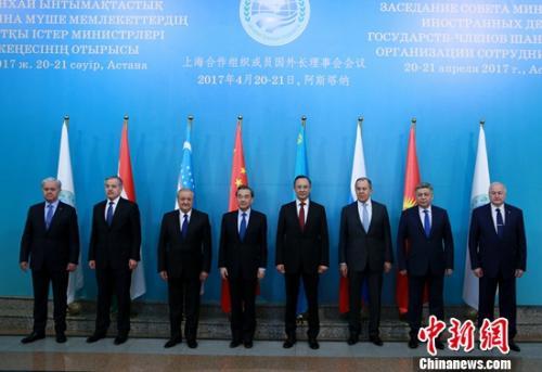 4月21日,中国外交部长王毅在阿斯塔纳出席上海合作组织成员国外长会议。 文龙杰 摄