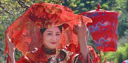 22位新人在金山嶺長城舉行滿族集體婚禮