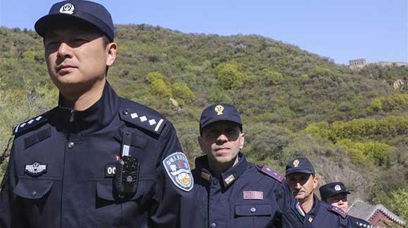 中意在八达岭长城进行联合警务巡逻