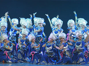 大型民族歌舞诗剧《濯水谣》舞动京城(组图)