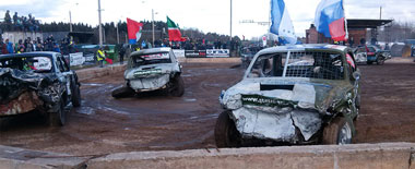 明斯克撞車大賽現場慘烈 報廢車直接被鏟走