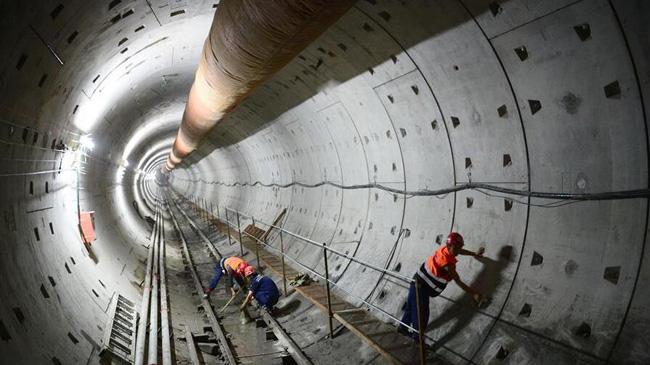 西安地铁四号线成功下穿西宝高铁