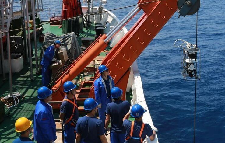 做体检、挖海泥、大海捞针——蛟龙号试验性应用航次开展第二航段首个站位科考作业
