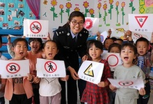 河北省开展交通安全教育从娃娃抓起