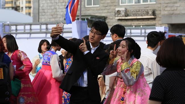 实拍中国大学里的朝鲜留学生