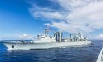 中国海军远航访问编队在西太平洋海域进行首次补给