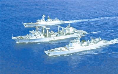海军远航访问编队进行首次海上补给