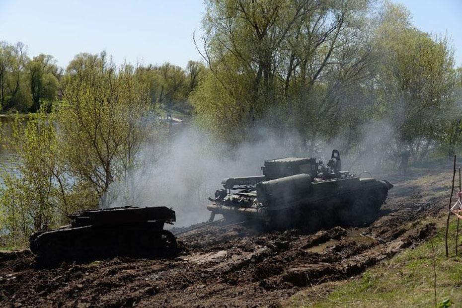 俄军从顿河打捞出二战美军坦克和德军火炮