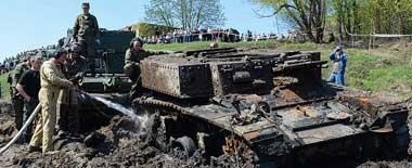 俄軍從頓河打撈出二戰美軍坦克和德軍火炮