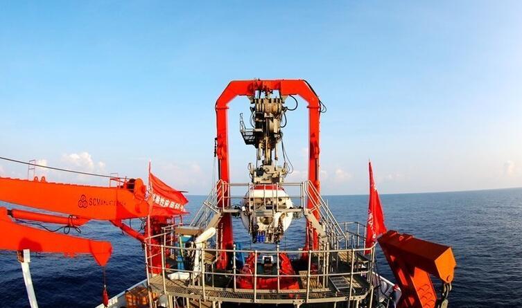 蛟龙号在南海背靠背下潜 发现大面积结壳区