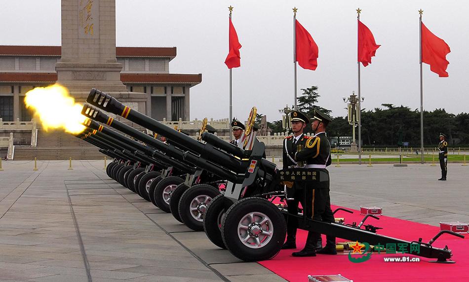礼炮兵站起来了!新动作亮相天安门广场