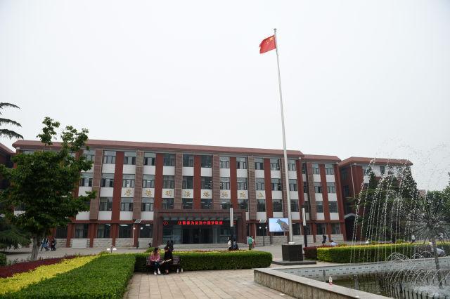 习近平考察中国政法大学回访:让青春为法治中国梦绽放