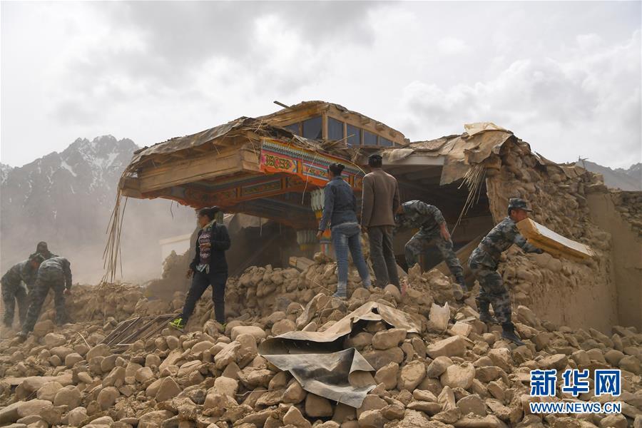 (社会)(1)南疆军区某边防团驰援新疆塔什库尔干县地震灾区