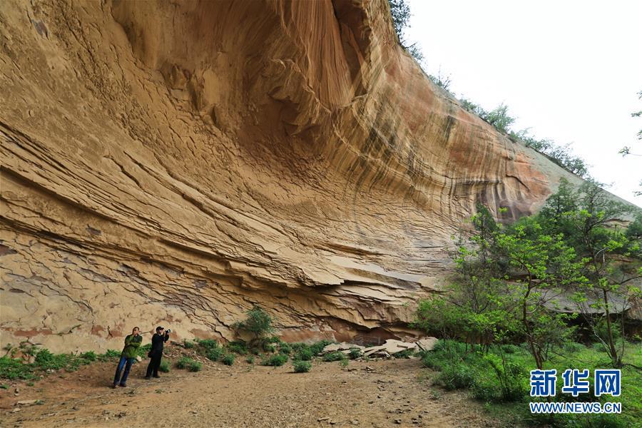 (一带一路·好风光)(1)黄土地下的丹霞地貌峡谷群