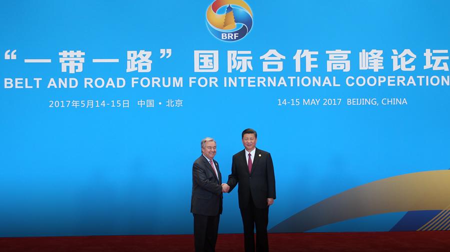 """习近平迎接出席""""一带一路""""国际合作高峰论坛圆桌峰会的领导人和国际组织负责人"""