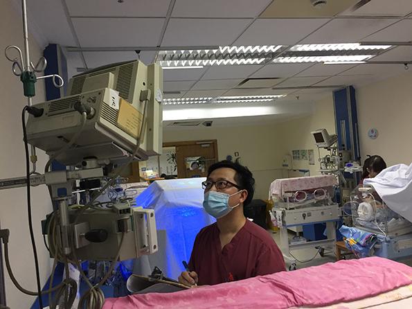 """上海男护士近五年人数翻倍 已成医院""""香饽饽"""""""