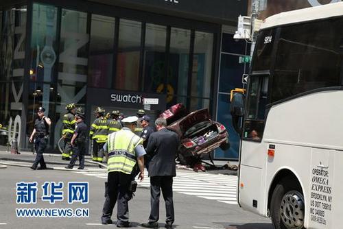 纽约时代广场肇事司机撞人后曾试图逃走被路人制服
