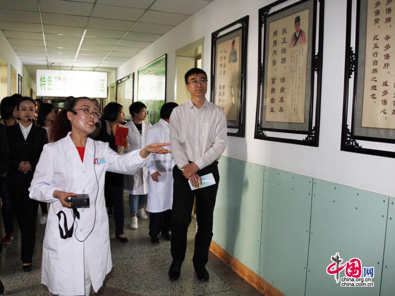 国家卫计委与媒体一行到榆中县和平中心卫生院参观调研