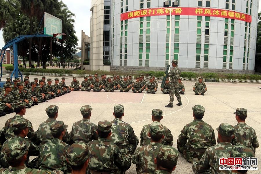 广东边防总队带兵骨干培训班训练警棍盾牌术
