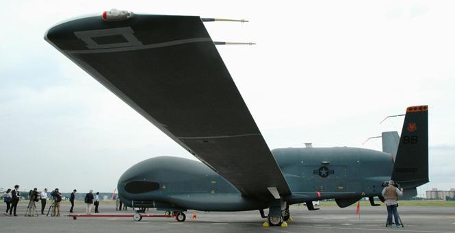 美军对外公开部署日本的4架全球鹰无人机