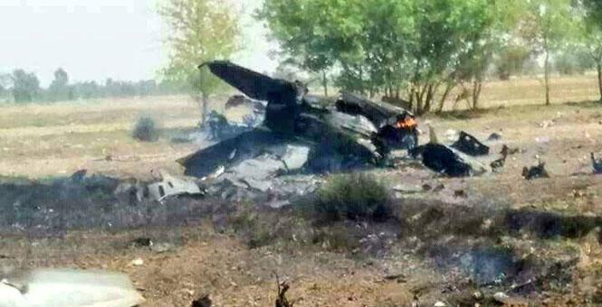巴基斯坦一架歼7战斗机坠毁 飞行员成功弹射