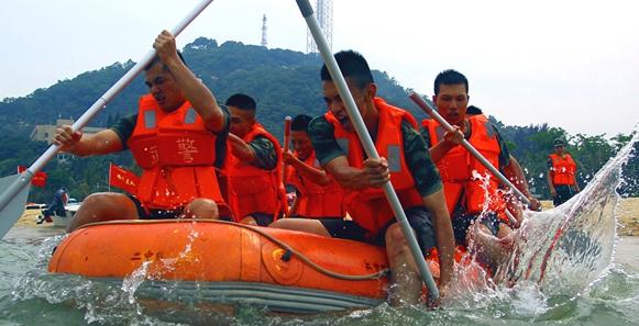 武警珠海支队未雨绸缪 锤炼水上救援本领