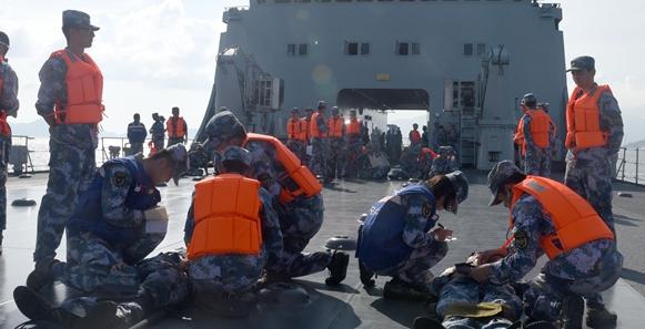 东海舰队与第二军医大学联合组织海上卫勤演练