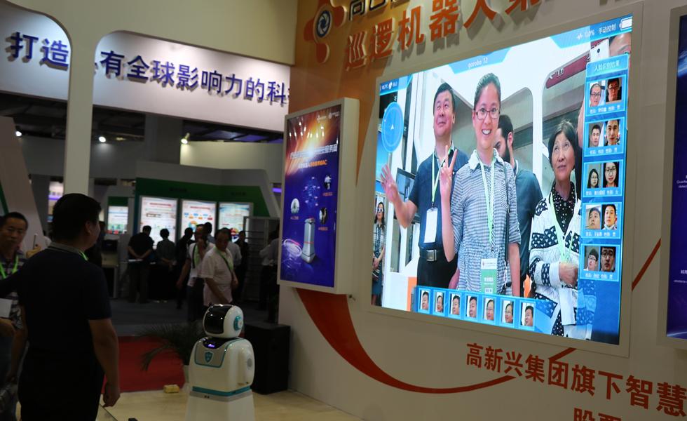 """欢乐科博会!北京市民纷纷""""尝鲜""""新科技"""