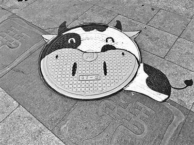 """北京一小区卡通图案""""拥抱""""井盖"""