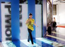 """2007年,靓丽女孩穿越科博会""""动态光廊"""""""