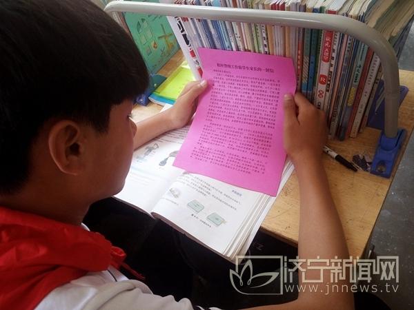 世界环境日:红领巾在行动 宣传秸秆禁烧