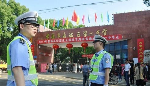 常德鼎城交警护航2017年高考 考点路段实行交通管制