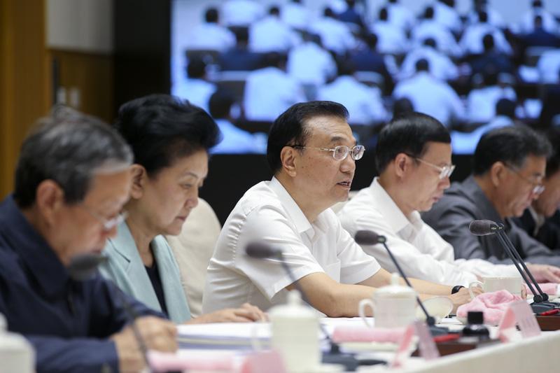 李克强:深化放管服改革 坚持不懈推动政府职能转变