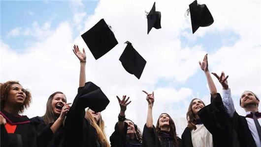 六月高校毕业季来临 看各国学生如何玩转毕业典礼