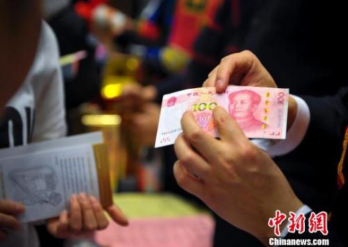 上海、深圳、天津最低工资超过2000元。(资料图)资料图。刘新 摄