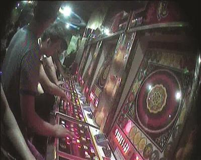 玩家正在忘情地赌博。