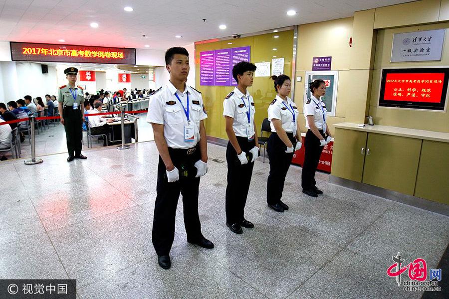 直击北京高考评卷现场 继续实行全科目网上评卷