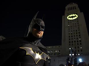洛杉矶悼念逝世'蝙蝠侠'