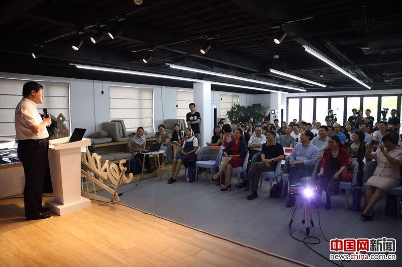 察哈尔学会秘书长、中国驻法国斯特拉斯堡总领馆前总领事张国斌分享经历。