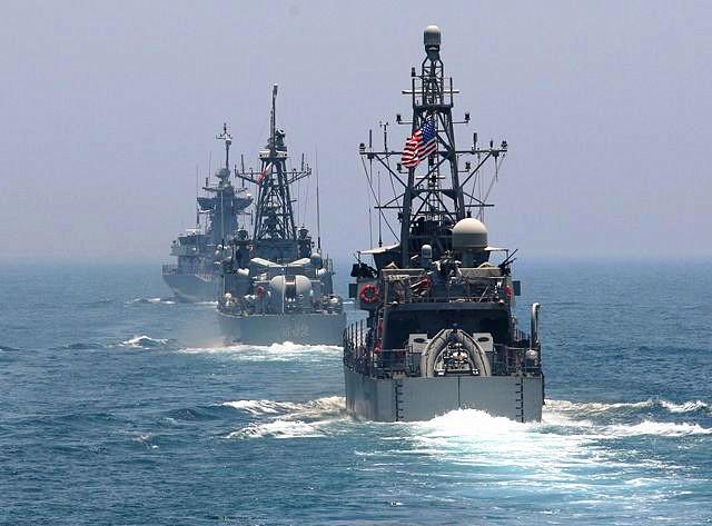 6月16日,卡塔尔与美国联合军演在波斯湾水域举行。(新华/路透)