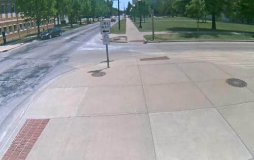 警方此前公布的章莹颖失踪之前的监控录像。