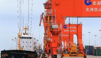 广西北部湾港三港跨区整合 散货集装箱卸载效率提高30%
