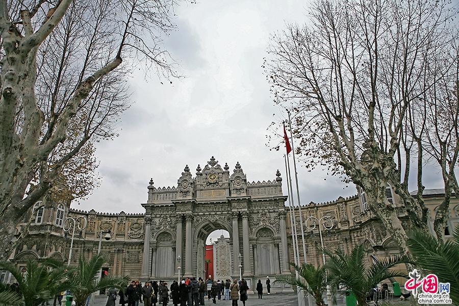 多玛巴赫切宫建于19世纪中叶