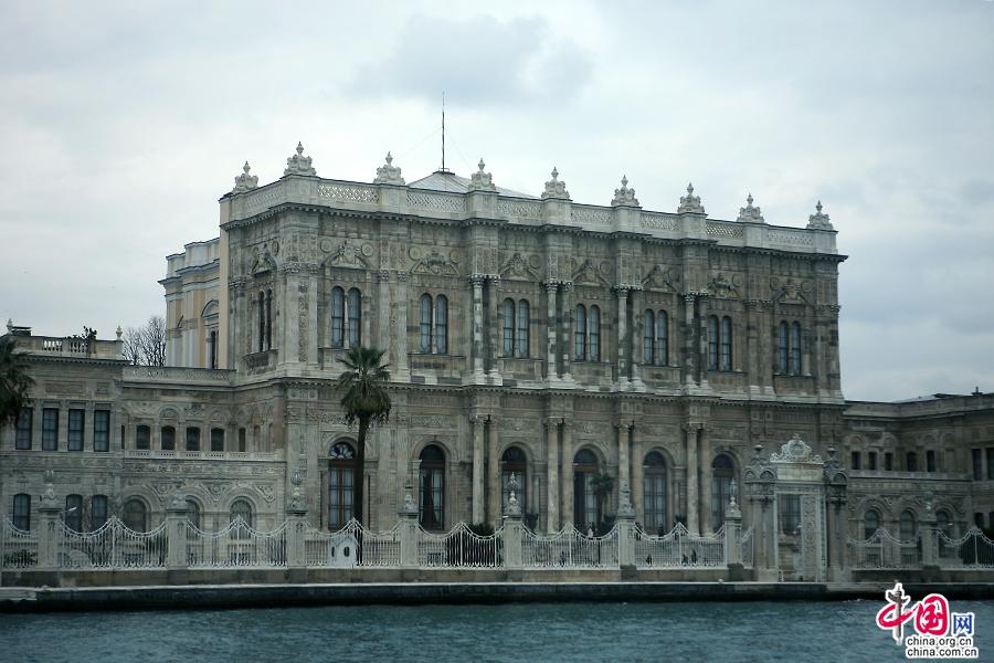 多玛巴赫切宫主建筑
