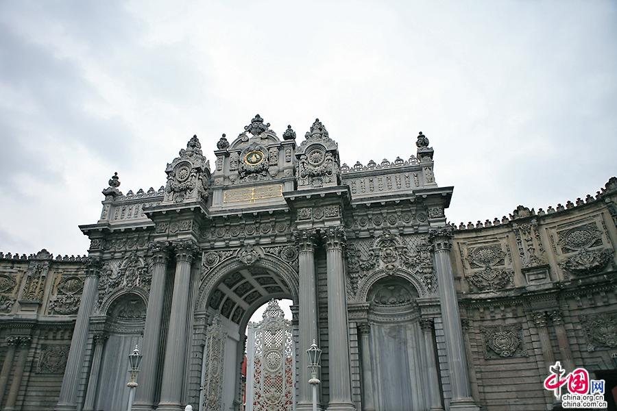 多玛巴赫切宫大门
