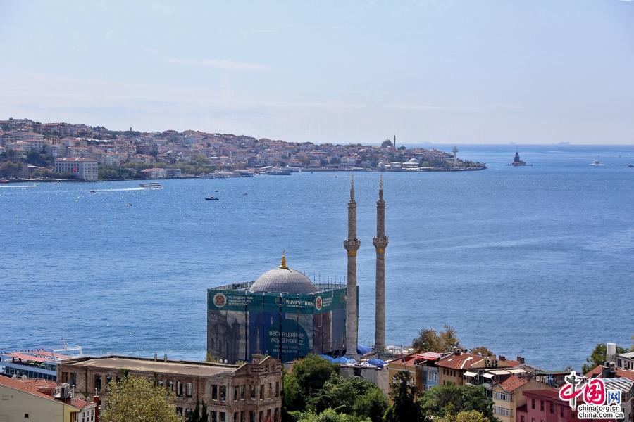 多玛巴赫清真寺临海而建